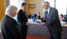 Cena rektora za prestižní vědeckou publikaci udělena dvěma autorům