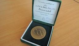 Děkanovi Zemědělské fakulty byla udělena medaile ČZAV