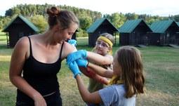 Příměstský tábor ZSF JU proměnil školáky ve zdravotníky na misi