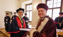 Jihočeská univerzita udělila čestný doktorát