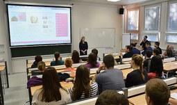 Ministryně školství Valachová diskutovala na Jihočeské univerzitě se studenty nejen o novelizovaném vysokoškolském zákoně