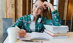 Studentky a studenti Ústavu anglistiky FF JU pomáhají s online přípravou maturantů