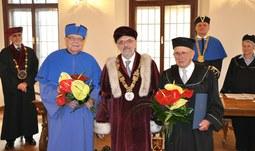 Univerzita udělila dva čestné doktoráty