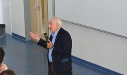 Významný filosof J. R. Searle přednášel na Filozofické fakultě