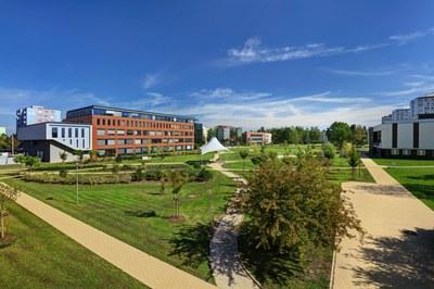 Centrální parková část kampusu