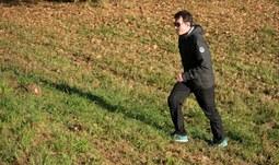 3.Chůze do kopce je náročnější a pomáhá tak k efektivnějšímu spalování energie. Tím zapojíte více svalových partií dolních končetin, zrychlí se srdeční tep s dopadem na efektivnější spalování energie. .jpg