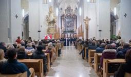12. 12. 2016/JU pořádá adventní koncert